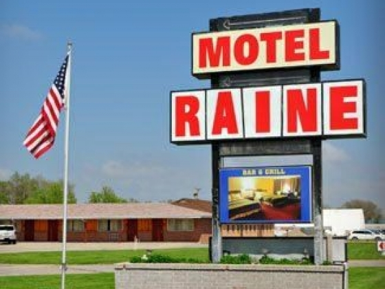Neon Bar & Grill at Motel Raine in Valentine, Nebraska